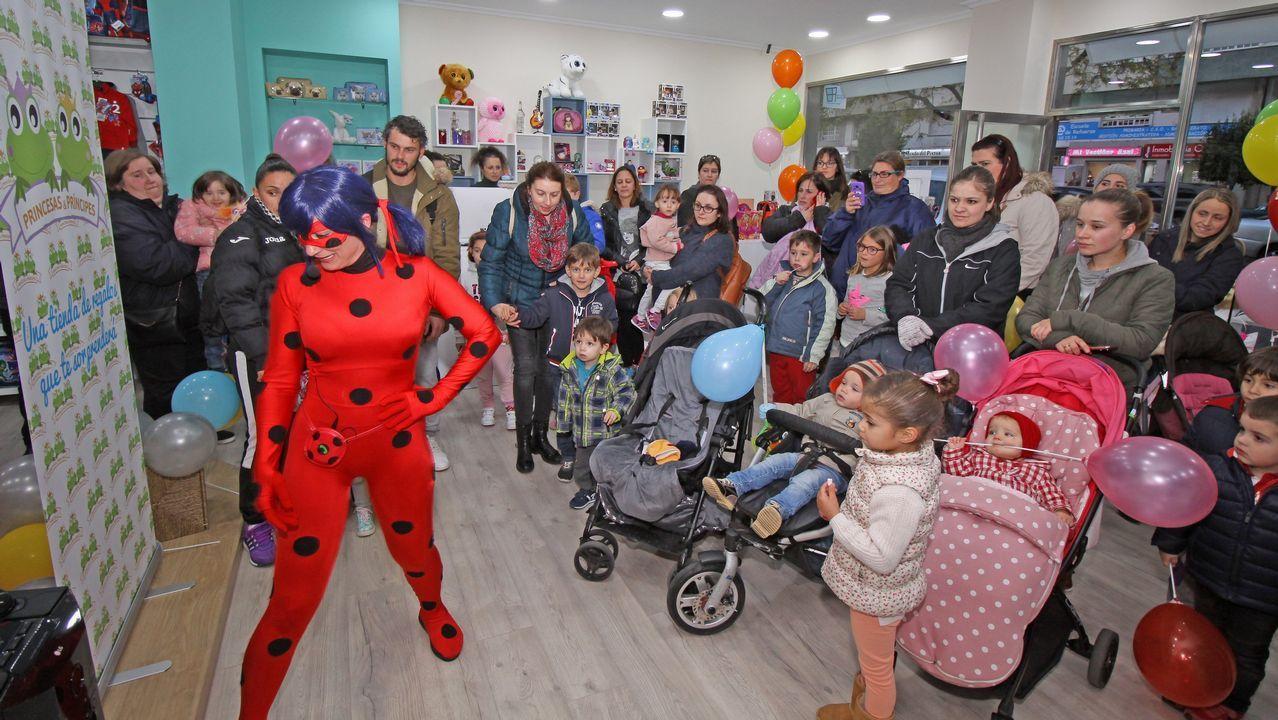 Inauguración de la tienda Princesas y Príncipes en Boiro