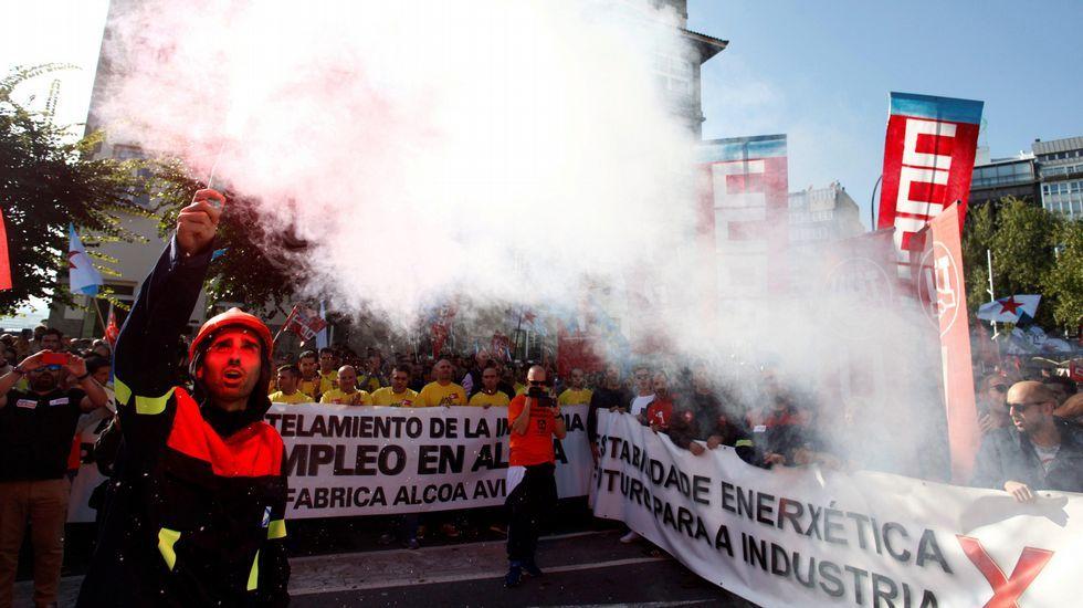 Enfermeras de Familia y Comunitaria reivindican su profesión y la creación de su categoría profesional en Asturias.Manifestación convocada por el comité de empresa de Alcoa para protestar contra el anuncio de cierre de esta planta y de otra más en Avilés (Asturias)
