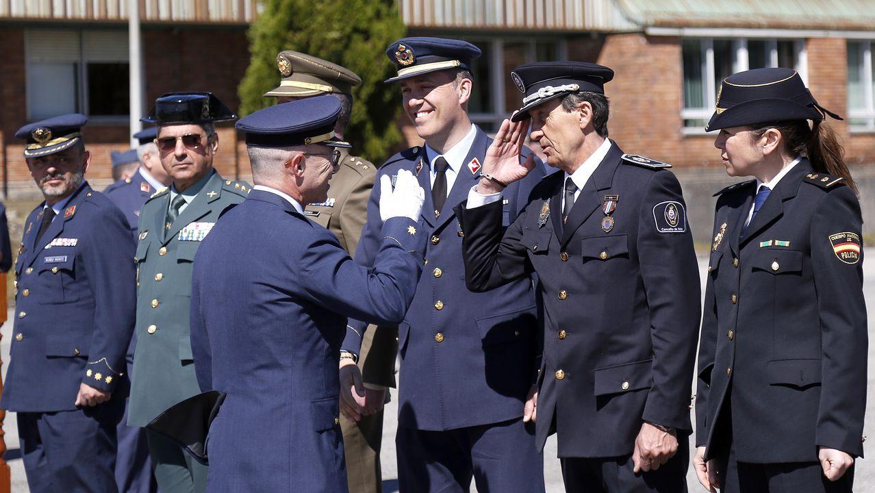 El comandante Roberto Ruiz Rumbo toma el mando de la base EVA-10.Julio Abalde también presentó el nuevo edificio de investigación del campus de Ferrol