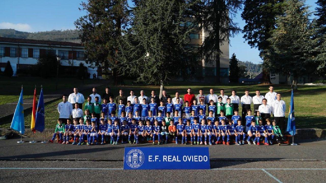 Anquela Requexon.Foto de familia de la Escuela Real Oviedo
