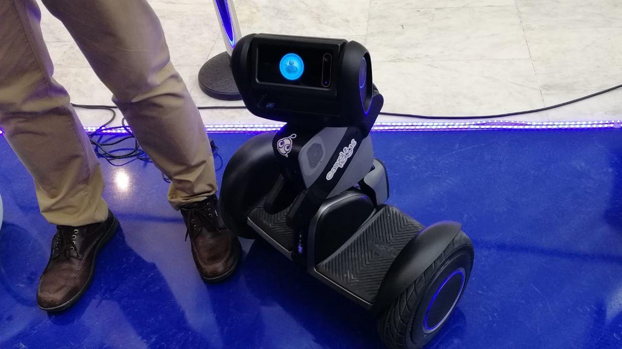 Uno de los robots patinete de Casual Robots