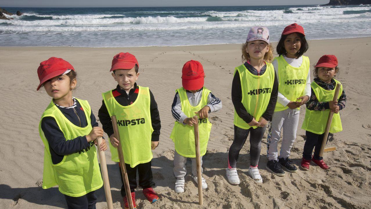 La playa de Canido, más «saludable» gracias a los niños de Mens y Barizo: ¡las imágenes!