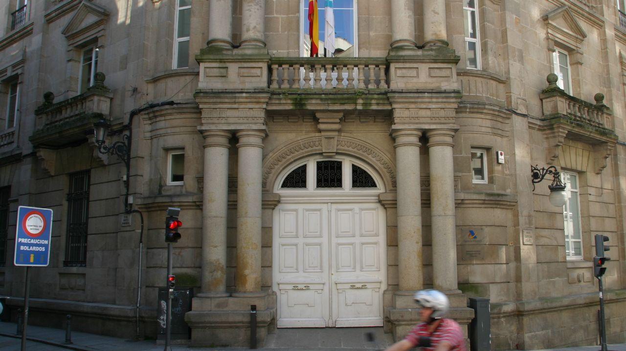 Ourense celebra la Constitución.A homenaxe celebrouse no IES Otero Pedrayo, onde tamén se pode visitar a exposición
