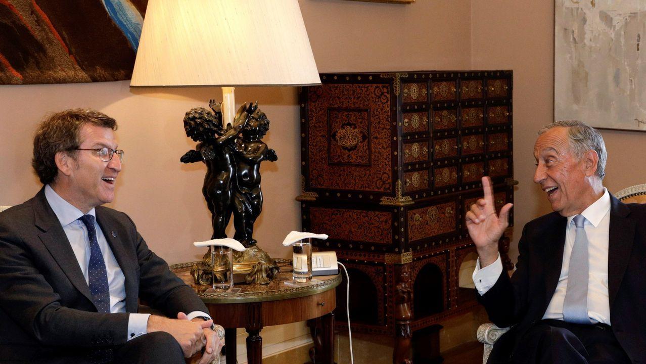 .El presidente de la Xunta, Alberto Núñez Feijoo, y el presidente de Portugal, Marcelo Rebelo de Sousa, durante una reunión en el Palacio de Belém, en Lisboa