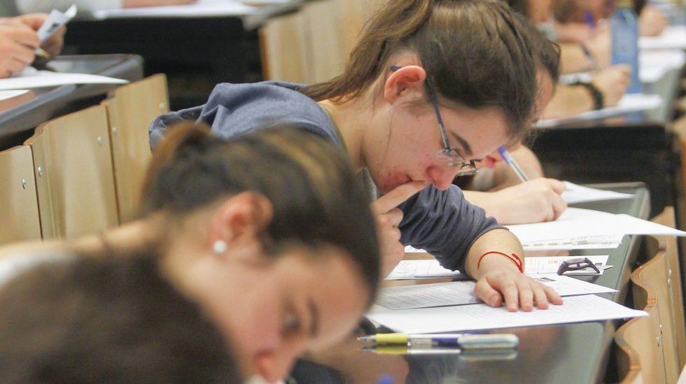 Miles de alumnos afrontan desde este miércoles la primera convocatoria de la nueva selectividad en Galicia.Comer chocolate reduce el nivel de estrés y libera endorfinas