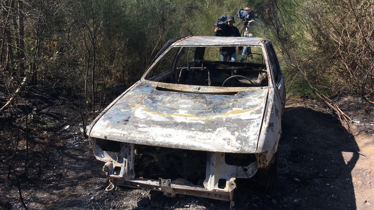 Imágenes del incendio iniciado en Dodro y que se extendió a Rianxo.Miembros de la BRIF Laza actuando en un incendio en la parroquia quiroguesa de A Seara