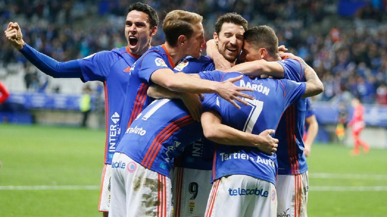 Gol Saul Berjon Real Oviedo Almeria Carlos Tartiere.Los futbolistas azules celebran el gol de Saul Berjon ante el Almeria