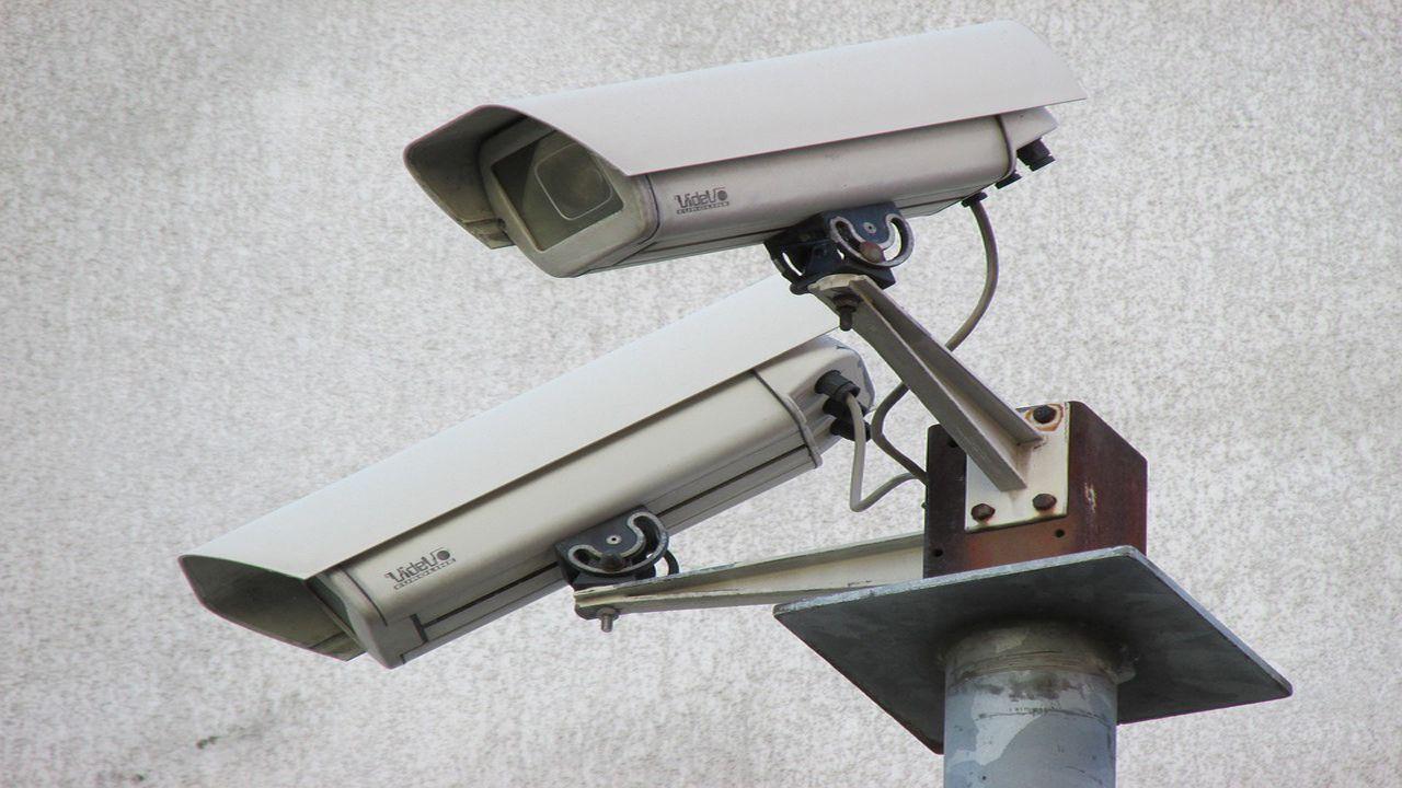 La Policía Autonómica estrena instalaciones en Ourense.Dos cámaras de vigilancia