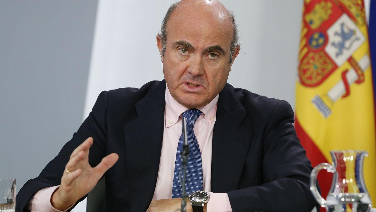 El Consejo de Ministros da luz verde al decreto ley que facilita la salida de empresas de Cataluña.Luis de Guindos