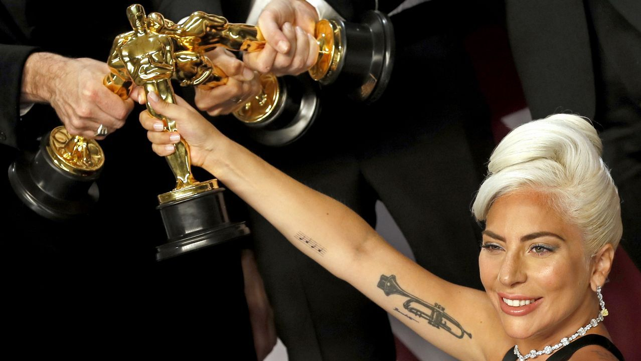 Lady Gaga celebra los premios de «Ha nacido una estrella»