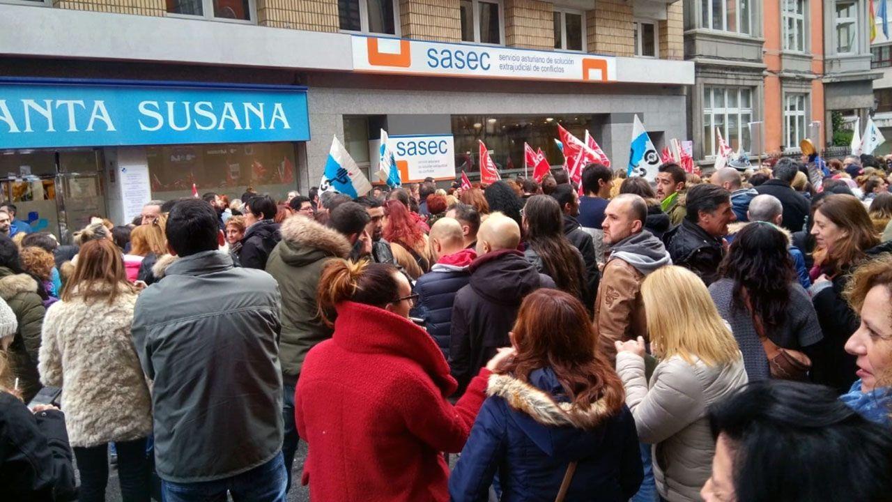 Manifestación de los trabajadores de supermercados.Gaspar Llamazares