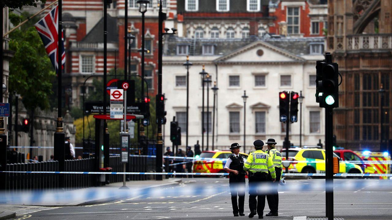 Las imágenes delataque contra las barrerasdel Parlamento británico