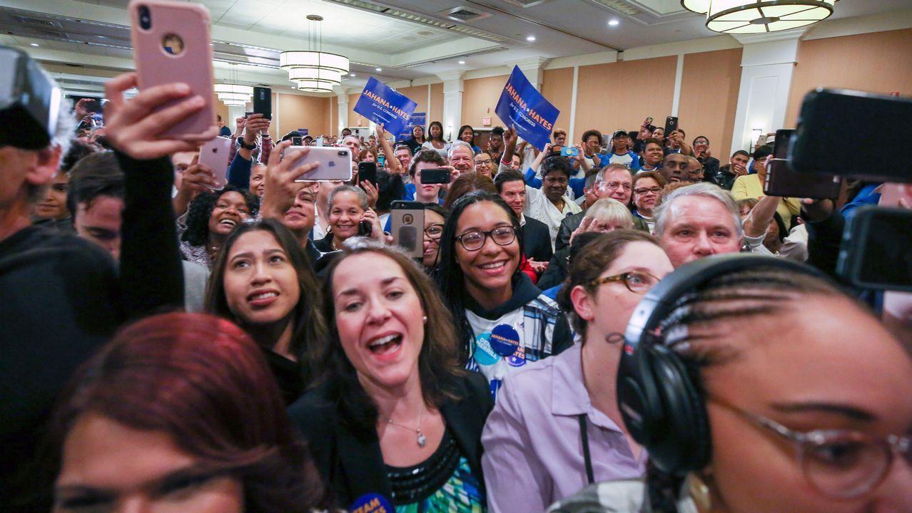 Seguidores de la congresista democrata Jahana Hayes