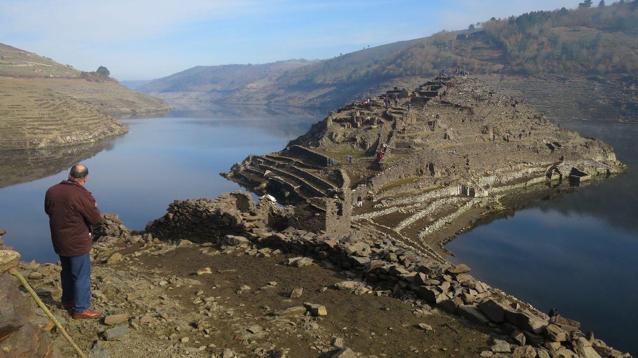 En enero de este año ya se hablaba de amenaza de sequía en Galicia. La falta de lluvias dejó el embalse de Belesar al 50% de su capacidad y convirtió Castro Candaz en un reclamo turístico.