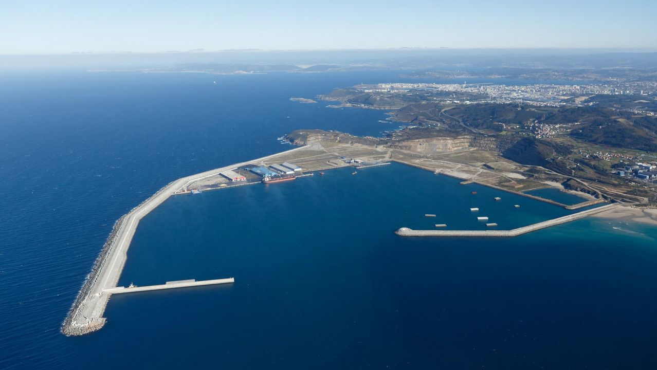 Feijoo hace parada de nuevo en la Costa da Morte.PUERTO EXTERIOR DE PUNTA LANGOSTEIRA