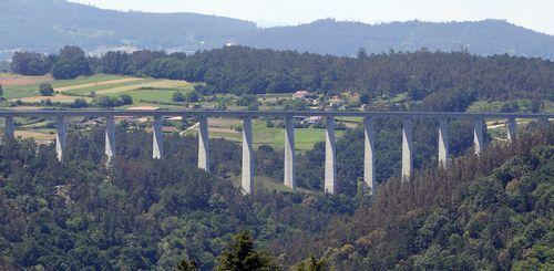 Viaducto del AVE en la línea Santiago-Ourense