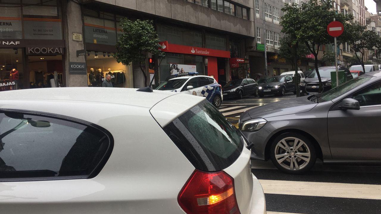 Doutor Teixeiro, calle comercial con exceso de tráfico