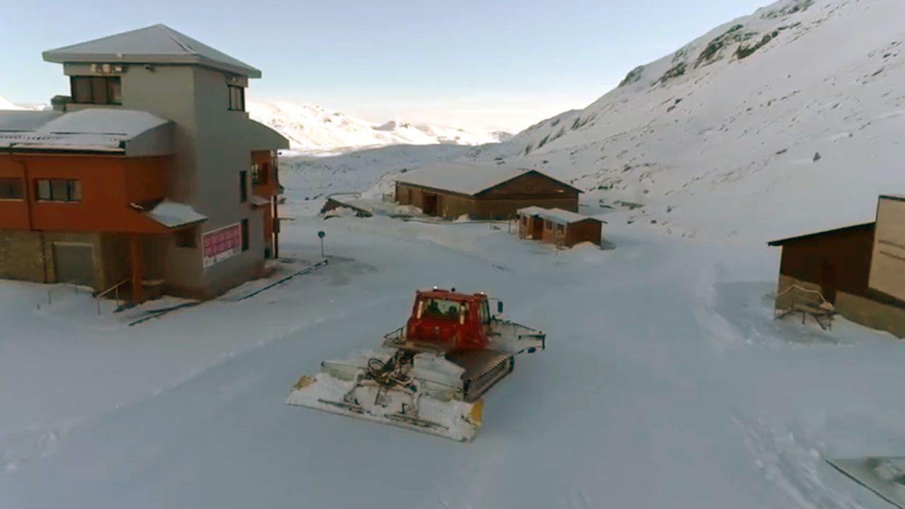La nieve ya cubre Pajares.Imagen de la estación de esquí y montaña San Isidro