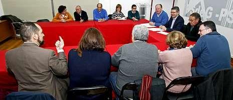 .La ejecutiva provincial del PSOE se reunió ayer, a última hora de la tarde, en la sede.
