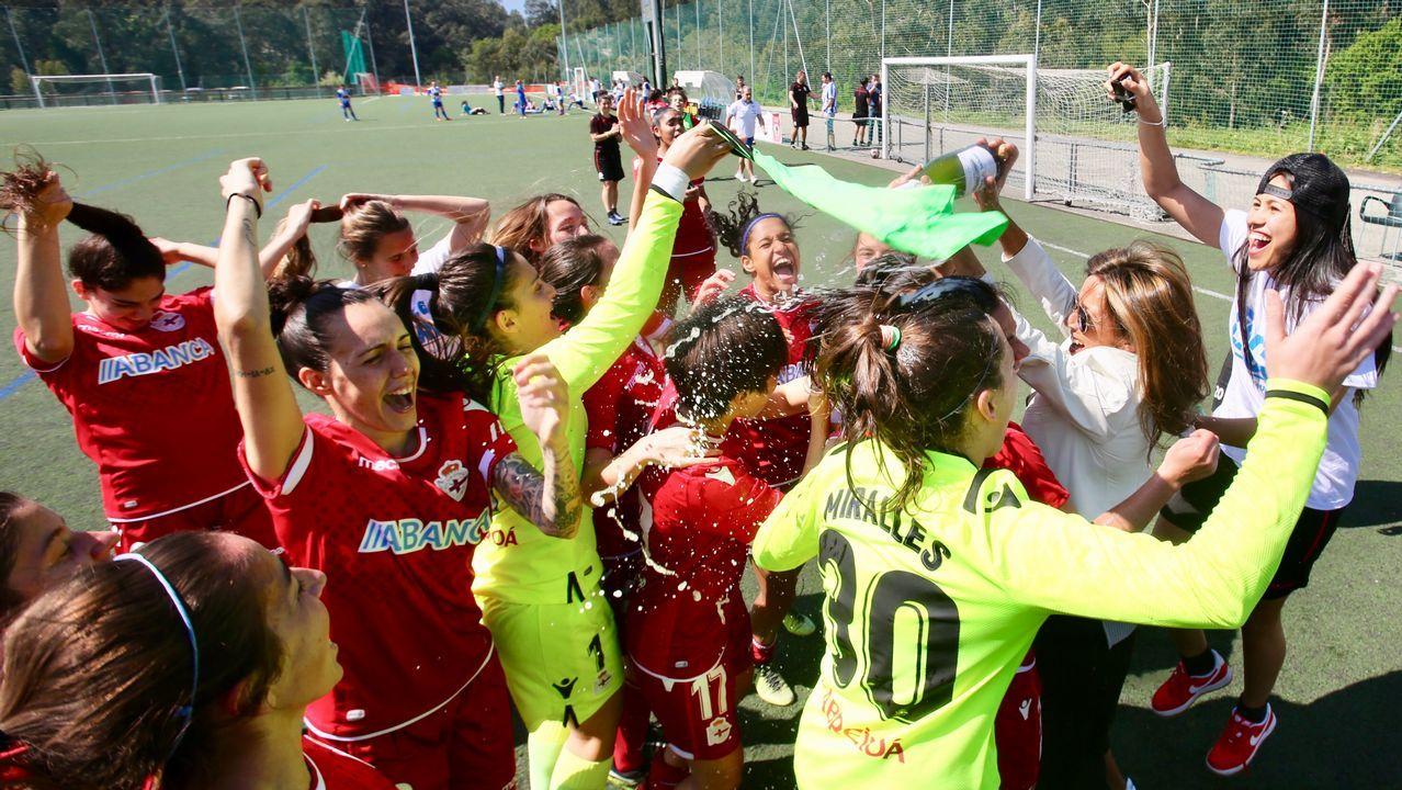El paso de Natxo por el Deportivo en imágenes.Los jugadores del Oviedo saludan a la afición tras el empate ante el Lugo