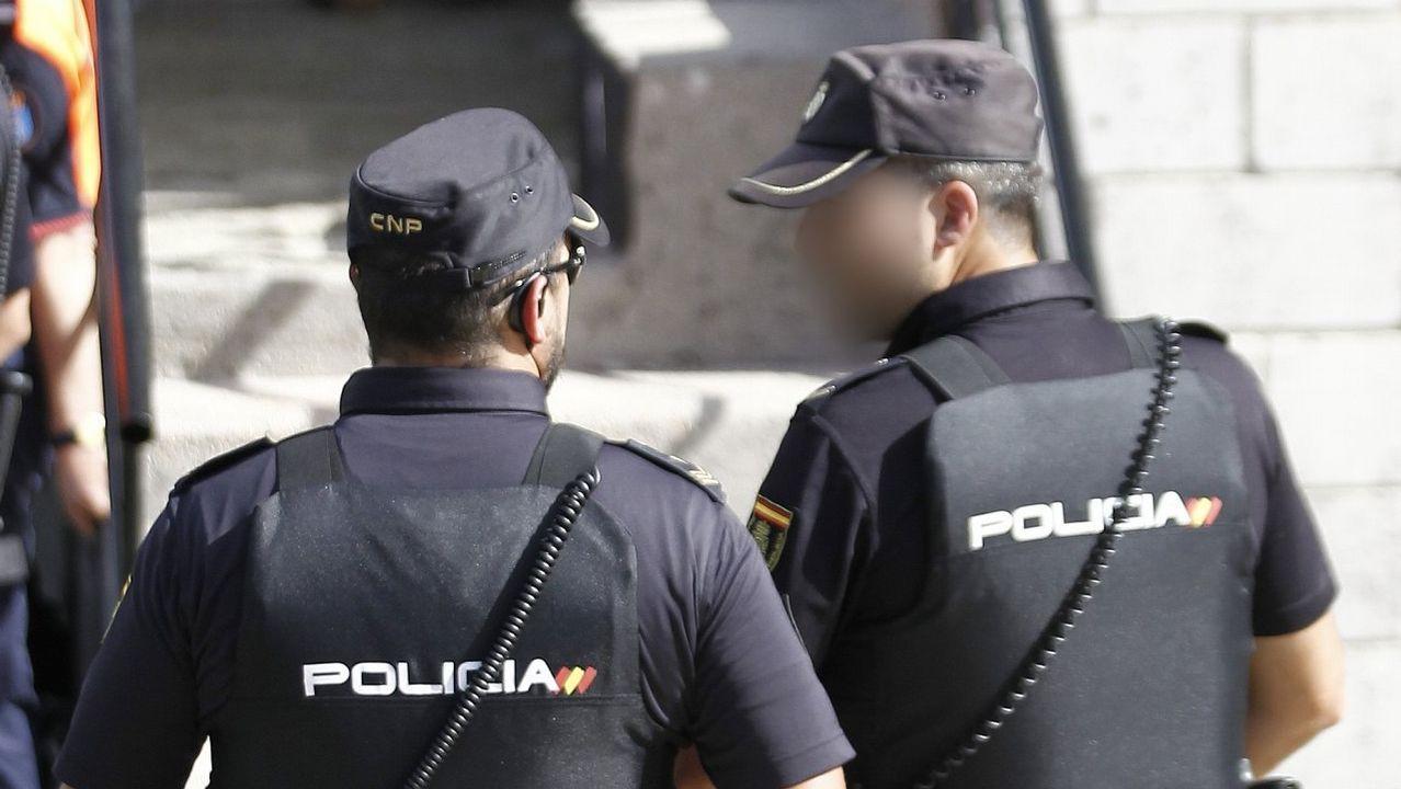 Álvaro de Luna: 55 años entregado al cine.Efectivos de la Policía Naciona con chalecos antibalas