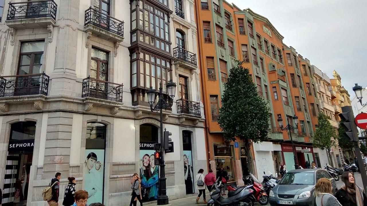 «Las rebajas ya no existen».Local en el que Zara abrirá su nueva tienda en Oviedo