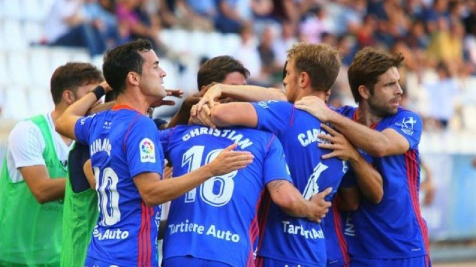 golhorizontal.Los jugadores del Oviedo celebran un gol