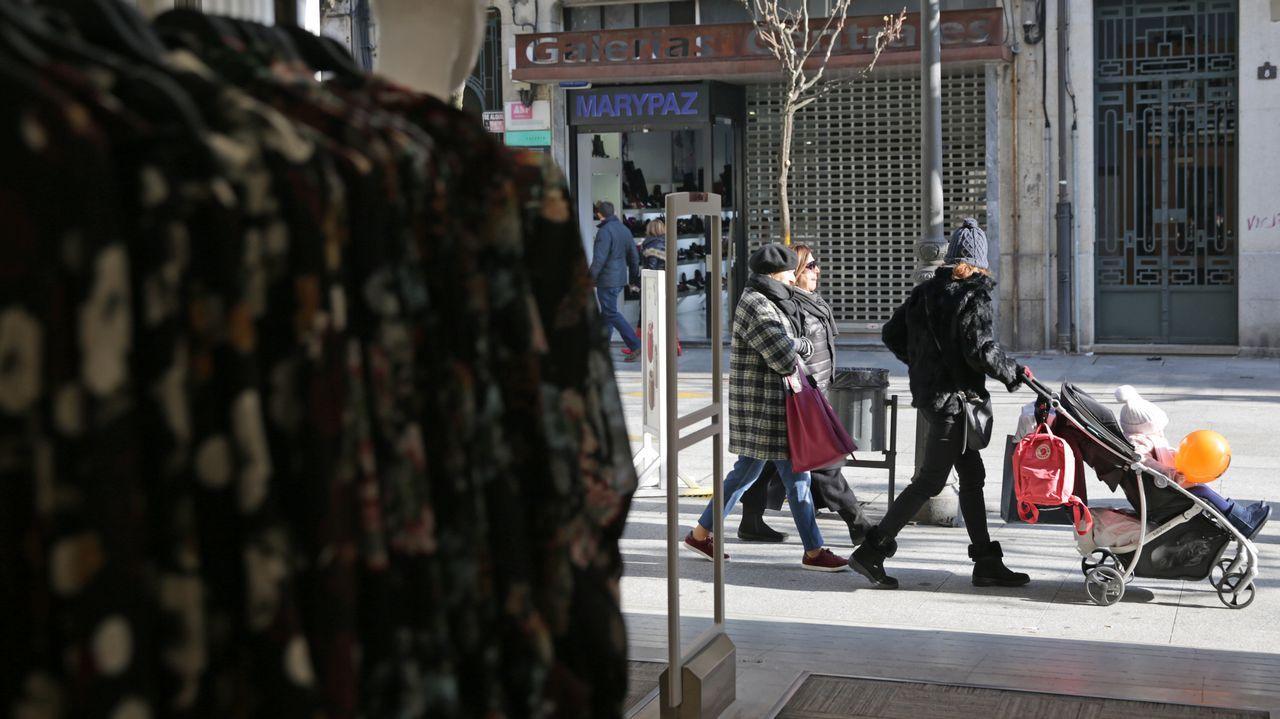 «En Santiago se viste con mucha más personalidad que en otras ciudades».Nacho Santalla acaba de abrir la tienda Plaza Skate Shop en la calle de A Coruña