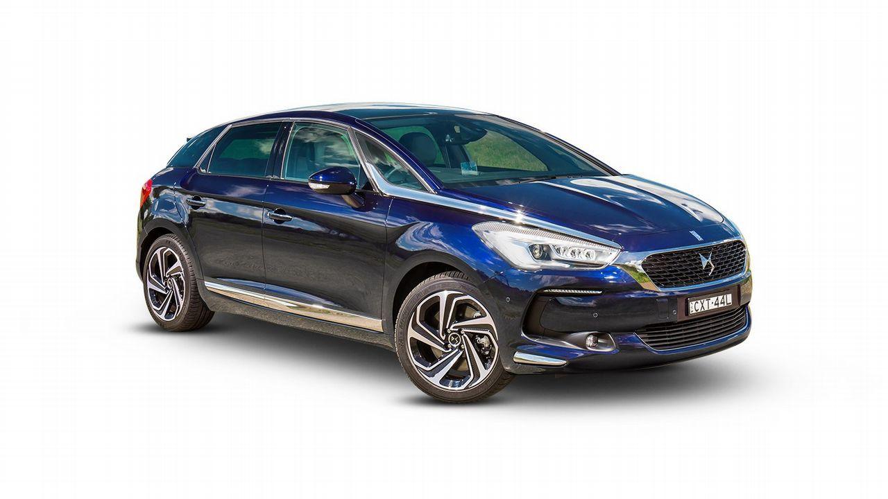 CITROËN D5. 24.000 euros. Precio oficial: 25.588 euros. Modelo de la gama más alta de Citroën. La oferta permite pagar 199 euros al mes en 47 cuotas