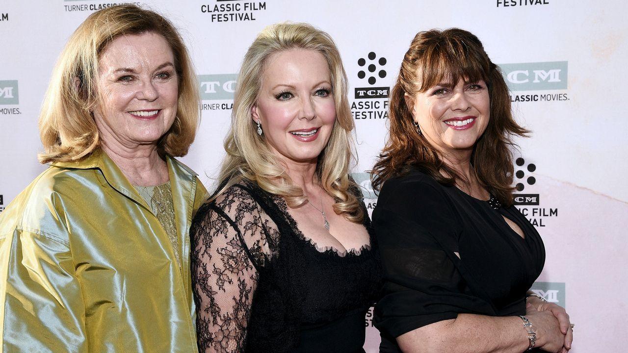 La actriz Heather Menzies-Urich junto a sus compañeras de elenco en el 50 aniversario de «Sonrisas y lágrimas»