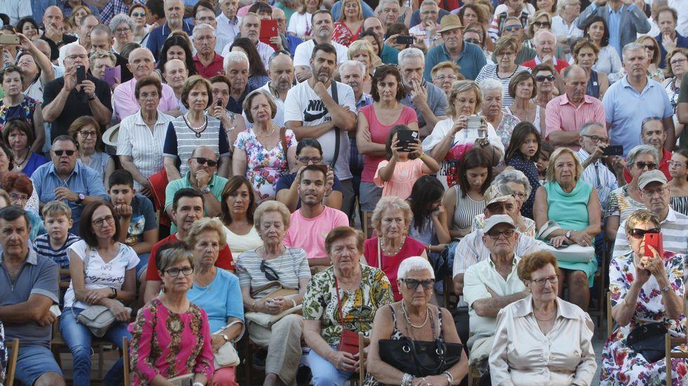 .Cientos de personas presenciaron el pregón de la periodista Julia Otero