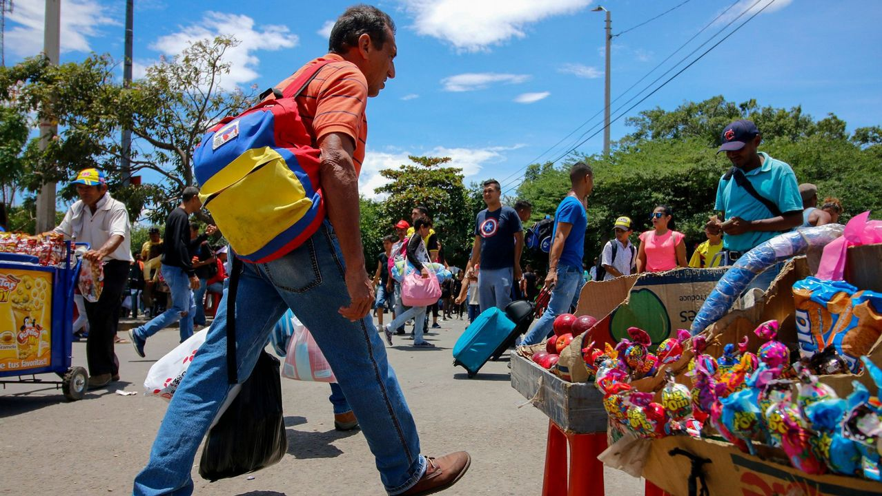 Venezolanos venden productos en el departamento de Norte de Santander, Colombia