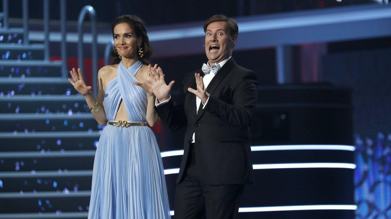 Los presentadores de la gala, la uruguaya Natalia Oreiro y el español Carlos Latre