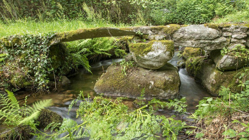 El mismo canal desbordando agua en una época de lluvias invernales