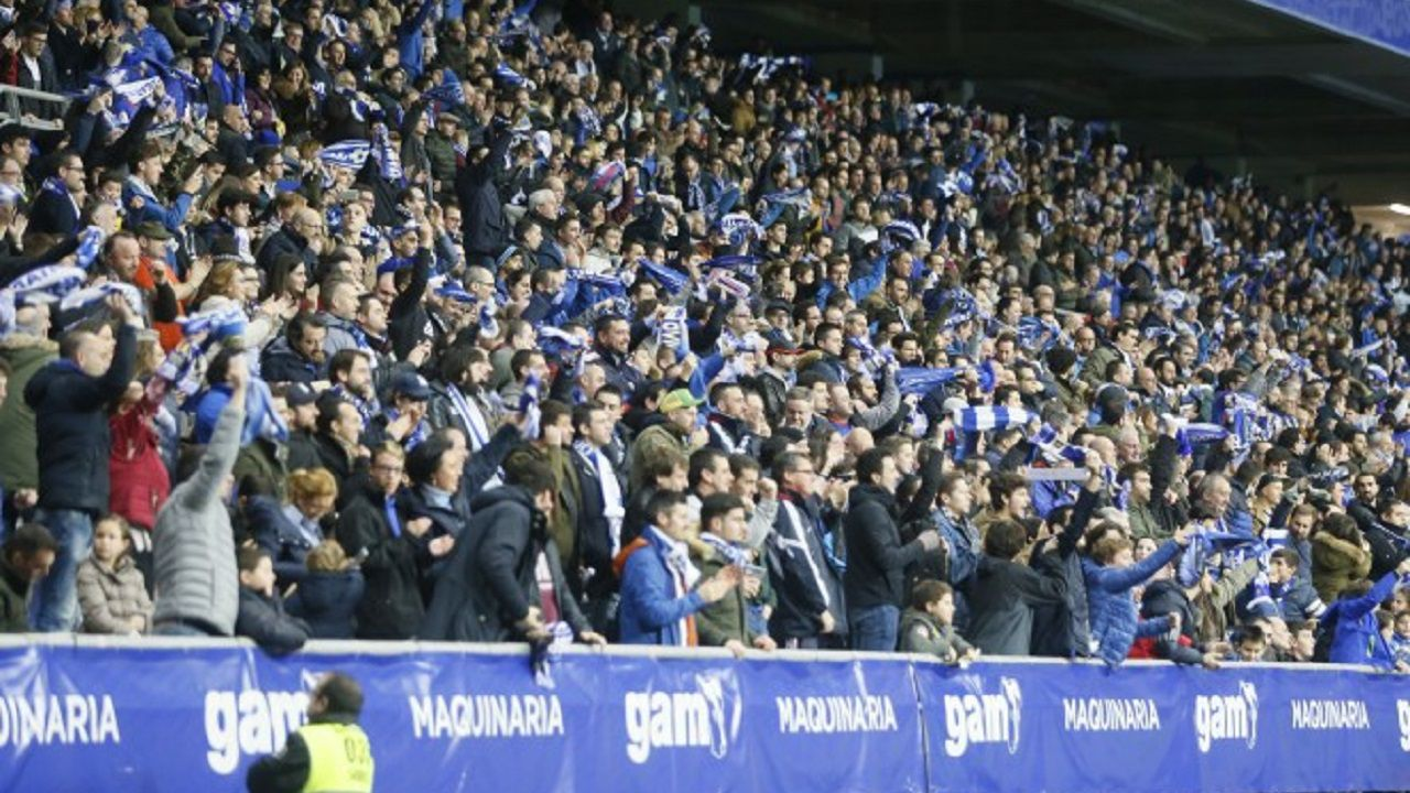 Carlos Tartiere aficion Real Oviedo.La afición anima en el Carlos Tartiere