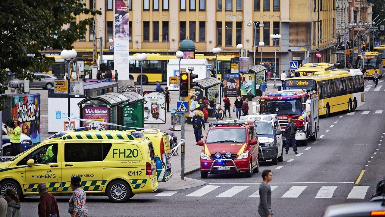 Abatido un hombre por la policía después de apuñalar a varias personas en Finlandia.Fuente plaza del marqués - Gijón.