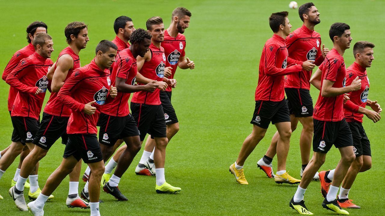 .Los futbolistas del Deportivo se entrenaron ayer por primera vez en el estadio