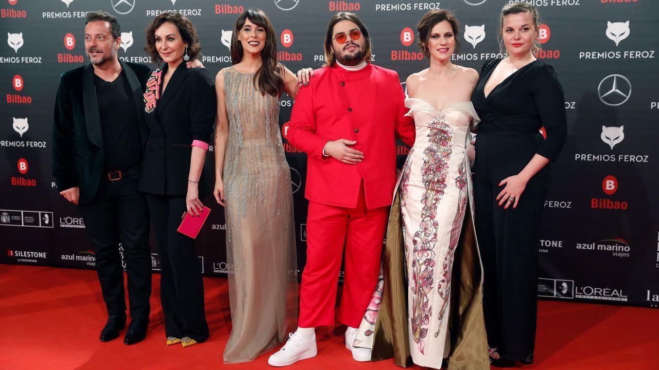 El reparto de Paquita Salas, posa a su llegada a la sexta edición de los Premios Feroz 2018
