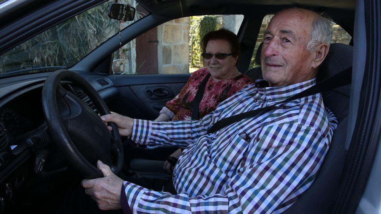 Conduciendo a los 80 años.Israel Pita actualmente reside en Málaga donde trabaja como celador de urgencias en una clínica