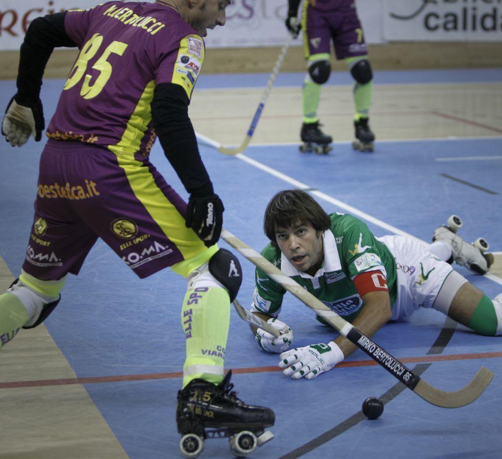 .El liceísta Jordi Bargalló, en el suelo.