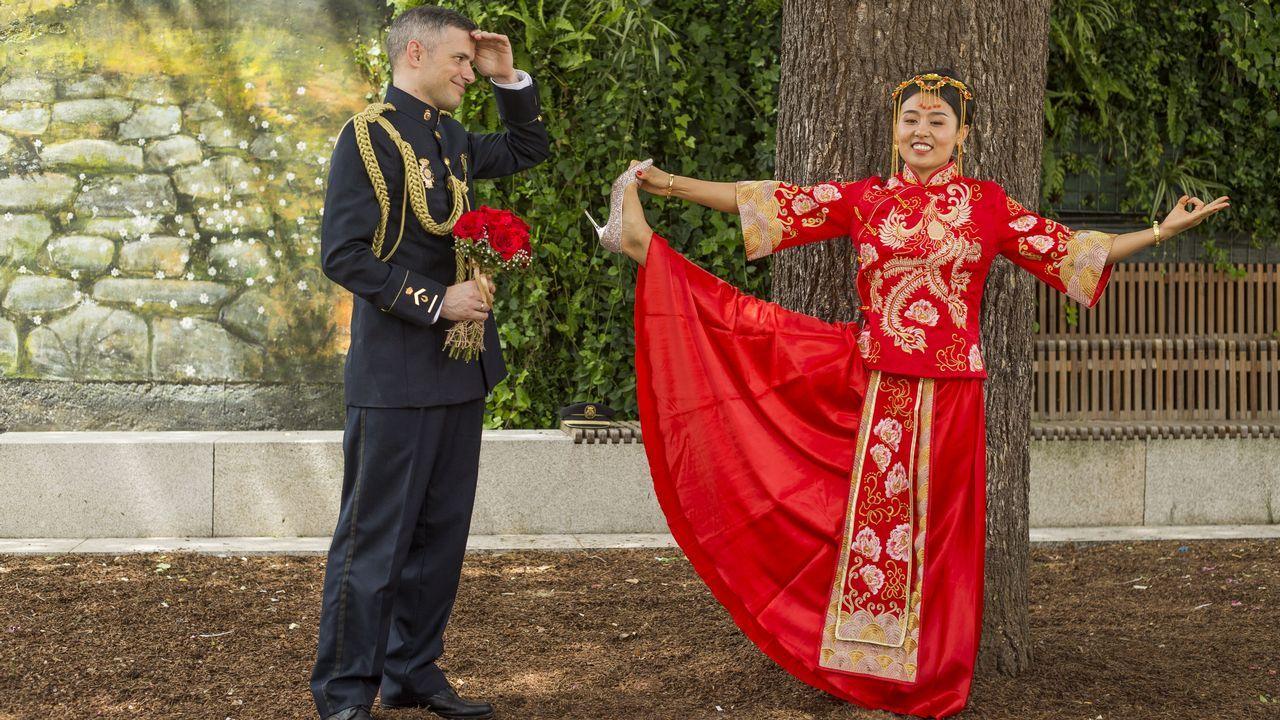 ¡Mira, paso a paso, la confección de las alfombras florales de A Milagrosa!. El presidente de la Fundación Franco, Juan Chicharro