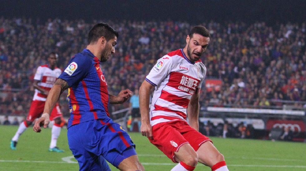 .Lombán y Luis Suárez, en un Barça-Granada