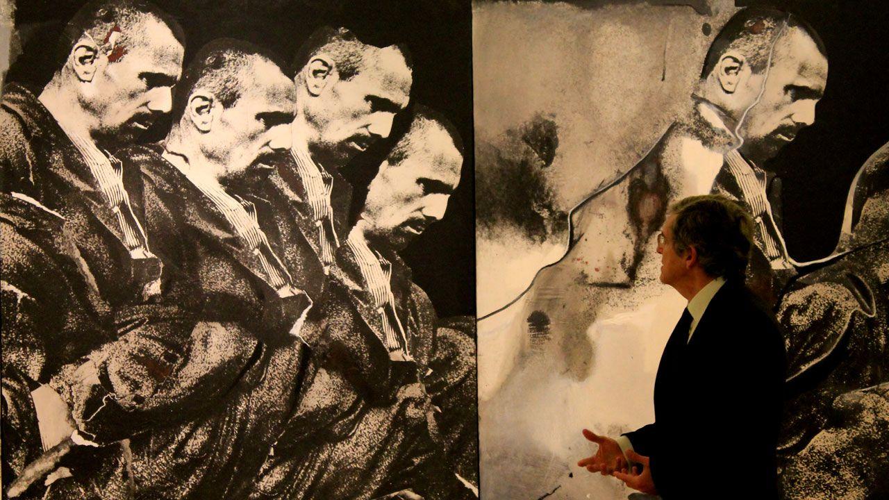 La donación Arango, por fin en el Bellas Artes.Plácido Arango y Javier Fernández ante «P. Bustos de Lara», de Zurbarán, en el museo de Bellas Artes de Asturias