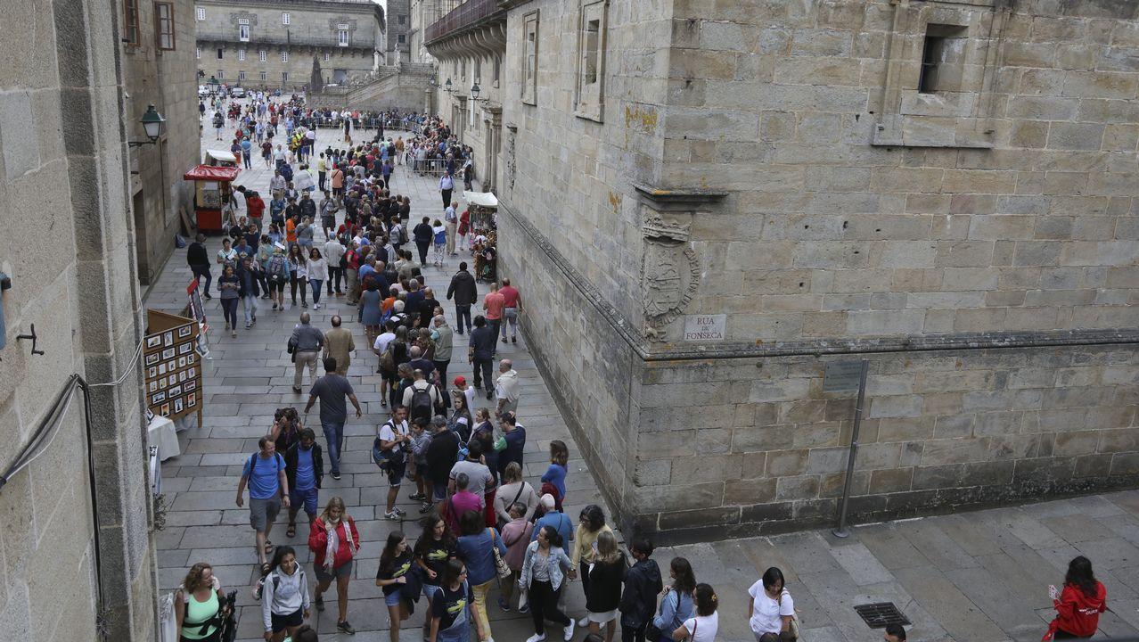 Desde primera hora, varias personas llegan hasta la Catedral