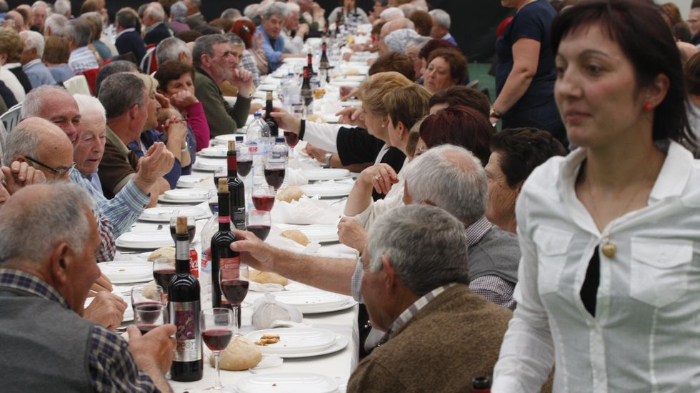 Celebración multitudinaria en Sober.Un momento del recuento de votos por el presidente y los vicepresidentes del Parlamento
