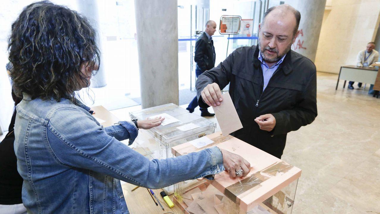 La oposición cuestiona los resultados del CIS.Pedro Sánchez, en la última sesión de control al Gobierno