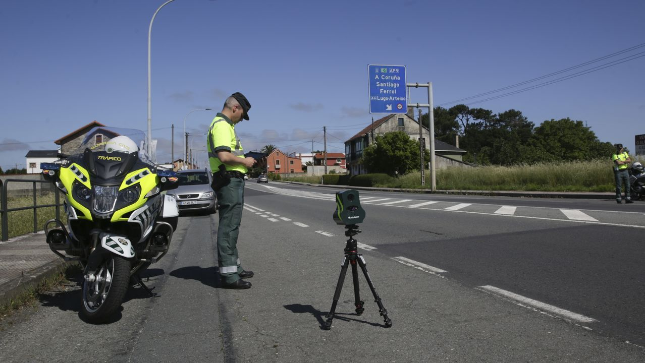 La de la foto es una patrulla integral que lleva entre su dotación un radar portátil para controlar la velocidad y los equipos para comprobar el consumo de alcohol y drogas