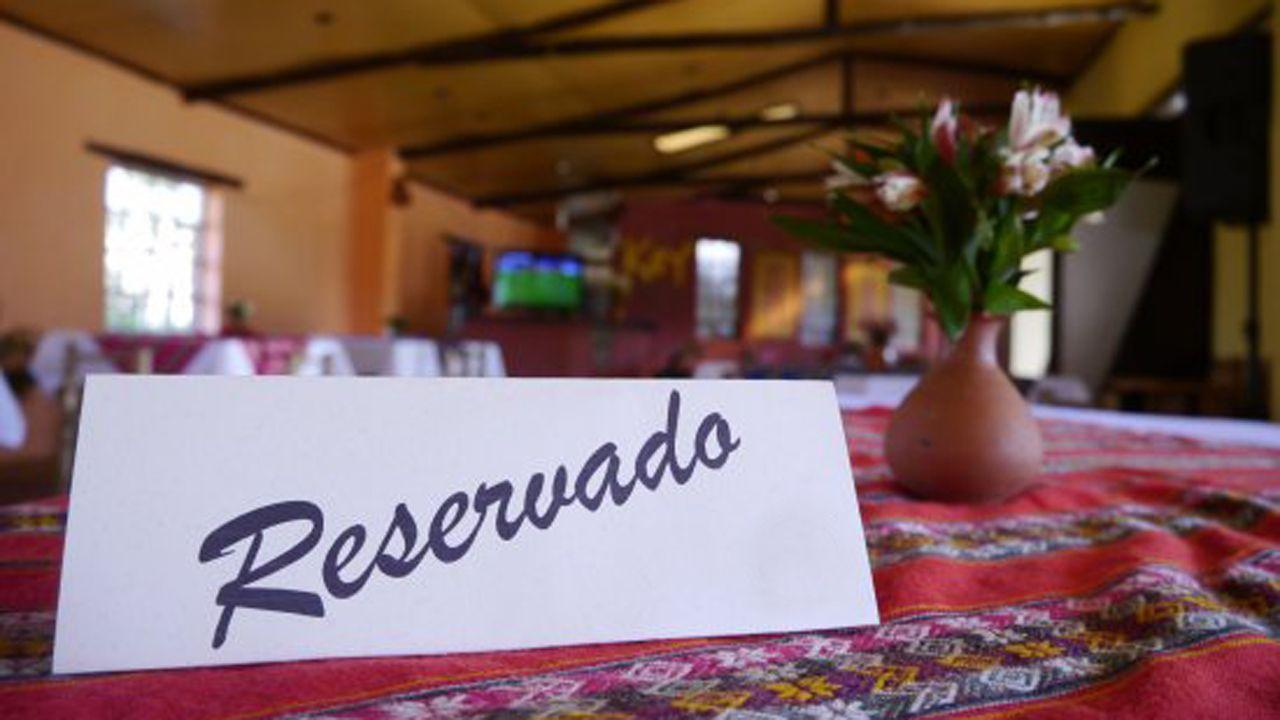 Mesa reservada restaurante reservado reserva.Gran fabada en la Comida en la Calle de Avilés