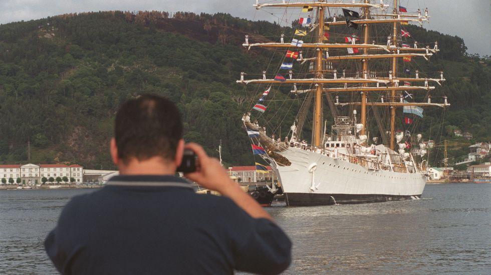 Brooklyn Beckham pisará Galicia como imagen de Pull&Bear.El buque, en su vista a Ferrol en 1999