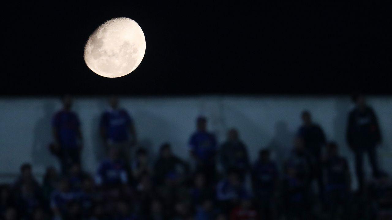 Vista de la luna durante el partido de ida entre Universidad de Chile y Racing de la Copa Libertadores